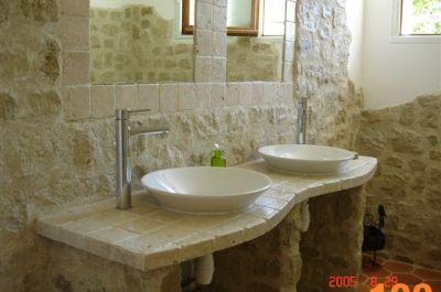 parement pierre salle de bain. petite salle de bains charmante ... - Salle De Bain Avec Pierre De Parement